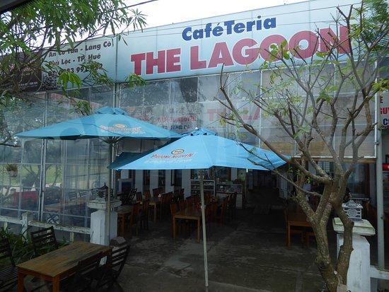 "Lang Co, Vietnam: Das Restaurant Cafeteria ""The Lagoon"" (Frontansicht)"
