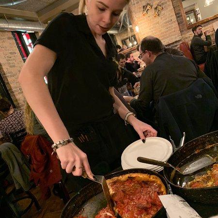 Lou Malnati's Pizzeria: photo2.jpg