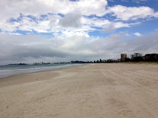 Tugun, Австралия: Tugan Beach on the shore.(Coolangatta in the distance)