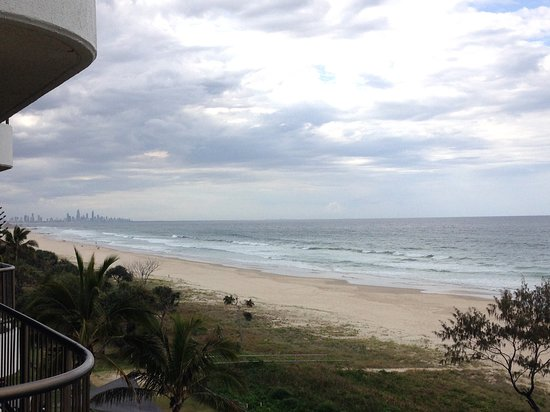 Tugun, Австралия: Tugan Beach view from the San Simeon (Surfers Paradise in the distance)