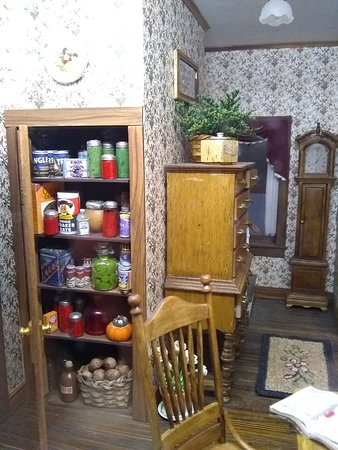 The Great American Dollhouse Museum: Stocked pantry