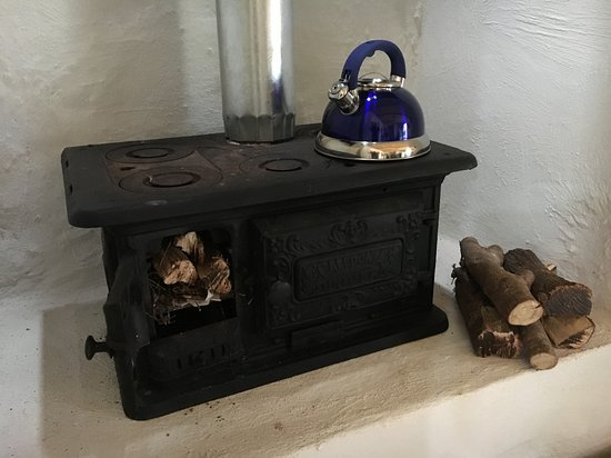 De Rust, Sudáfrica: You will not be cold in winter with this wood stove.  Cottage is well insulated too.
