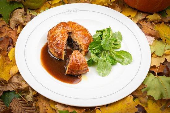 """Le Bistrot Le Lion d'or : Pithiviers """"de chasse"""" cuit minute, rampon à l'huile de noix de chez Bosson"""