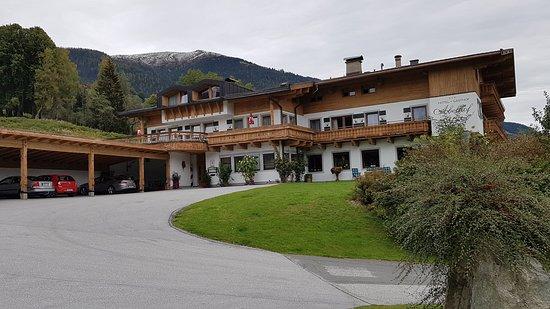 Neukirchen am Grossvenediger, Austria: Hotel mit Garage