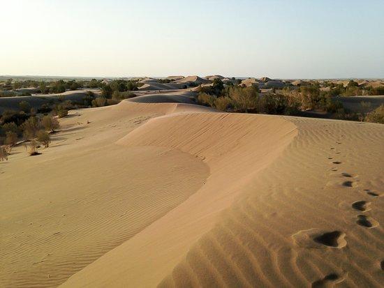 Mesr Village, Mesr Desert, Iran, Pazirik Ecolodge. Go for a morning walk through the sand dunes.