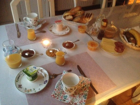 Belvianes et Cavirac, França: petit-déjeuner