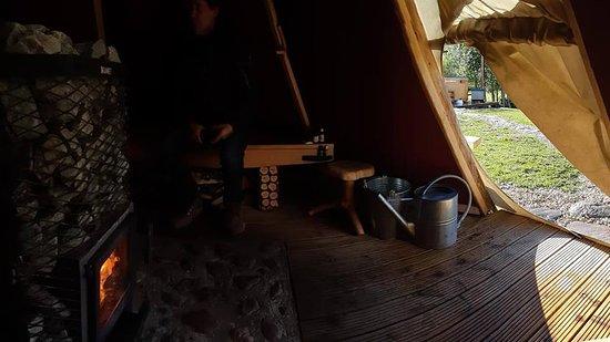 Comté de Parnu, Estonie: Sauna inside teepee in Estonia
