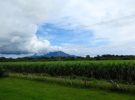 Mombacho Volcano: Mombacho seen from the Pan American Highway