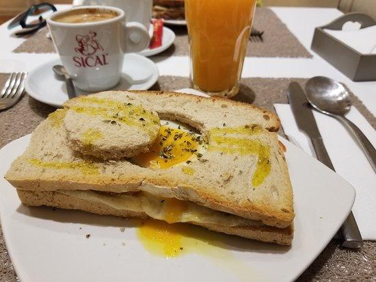 Antiga Leitaria: egg sandwich, fresh squeezed orange juice, coffee with milk