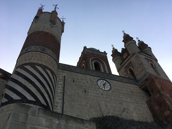 Grizzana Morandi, Italie : clock tower