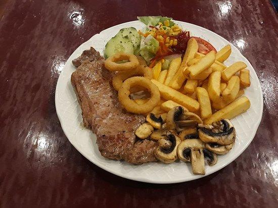 El Pinar de Campoverde, España: steak and chips