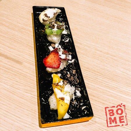 Wildeshausen, Alemanha: Sweet Sushi: Eine Variation von Sushi garniert mit Saisonalen Früchten verfeinert mit weißen & z