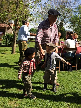 Province de Buenos Aires, Argentine : little gauchos (grand children of owners)