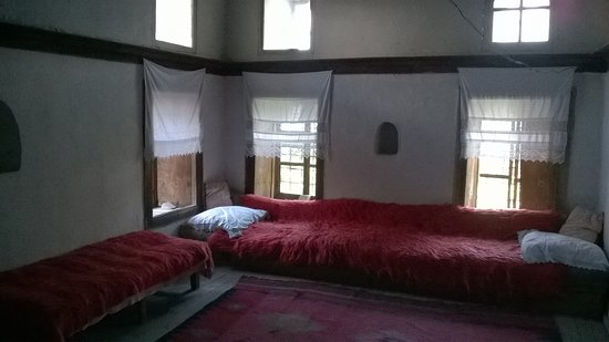 Skenduli House: camera
