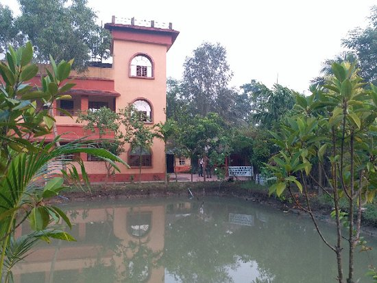 Gosaba, الهند: Pics of the resort and their safari boat which is biggest in Sundarbans