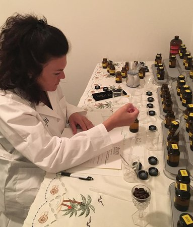 Pelzer, SC: Design and create your own custom fragrance.  Choose from over 60 oil!