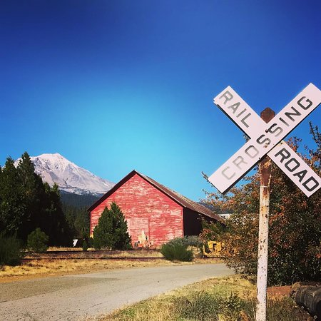 McCloud, Californië: Views of Mt Shasta from town.