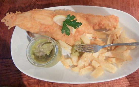 Νοτινχαμσάιρ, UK: Scottish Haddock, Chips and Mushy Peas