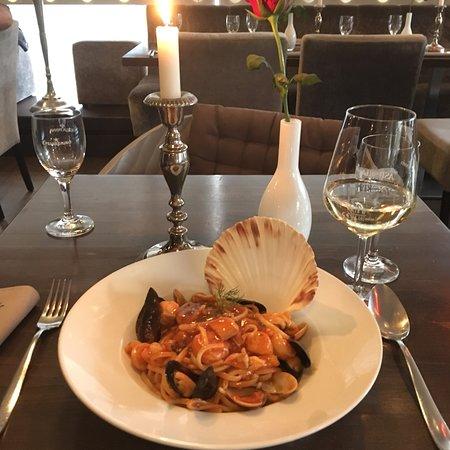 Louis Restaurant Photo