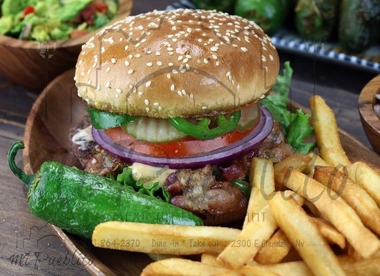 Moapa, เนวาด้า: Mexican Burger *Ground Beef Patty, Pickles, Jalapeno Slices,bacon, Chipotle Sauce, Lettuce, Toma