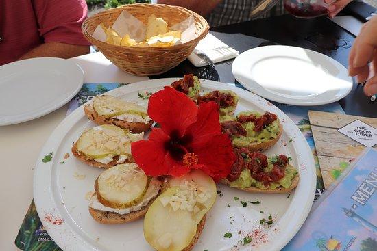 Algarrobo, Spain: Pear & brie bruschetta; amazing guac.