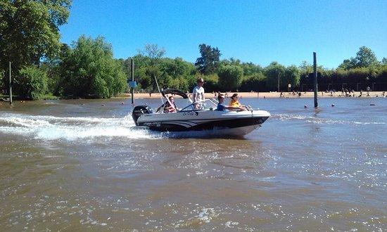 Delta El Tigre: Algunos residentes en Buenos Aires tienen sus yates para su propio traslado a las islas.