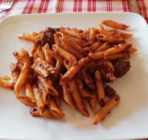 San Donnino, Olaszország: penne con sugo di pecora in umido