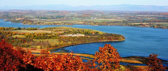 Ticonderoga, Estado de Nueva York: Breath-taking fall foliage view from Mount Defiance