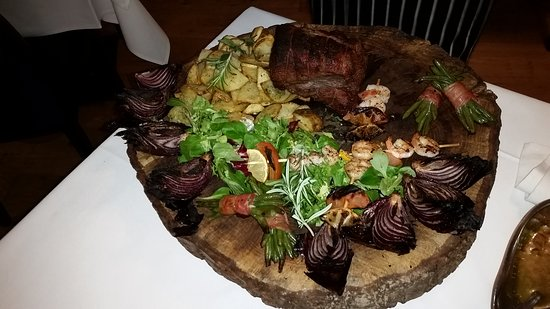 Crondall, UK: A steak platter