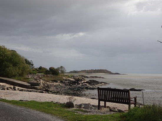 Rockcliffe, UK: Along the water's edge deviating from the trail
