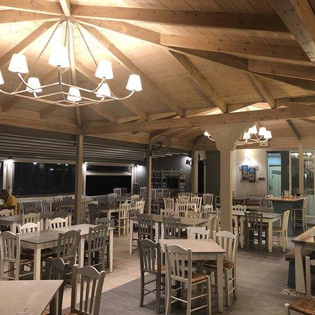 Vrachos, Yunani: Direkt am Strand, neu renoviert, gutes leckeres lokales Essen und mehr.
