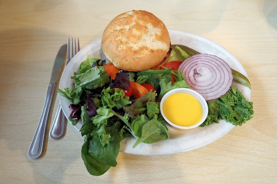 Cedar Crest, NM: The Greenside Cafe - Burger with GF Bun & Side Salad - October 2018