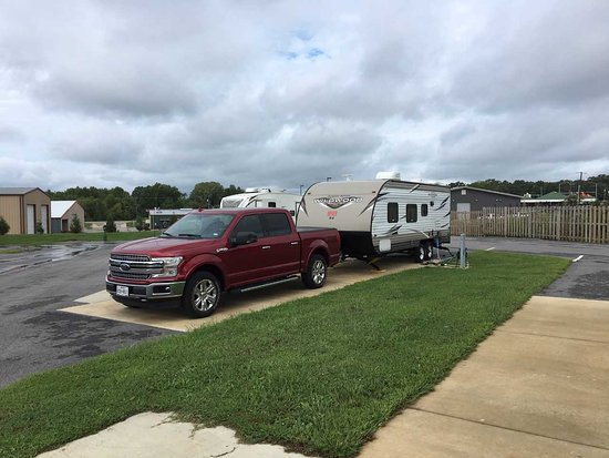 Batesville, AR: Our truck and trailer at Breck's RV Park