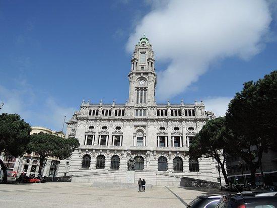 Porto City Hall: 高い時計台のある市庁舎