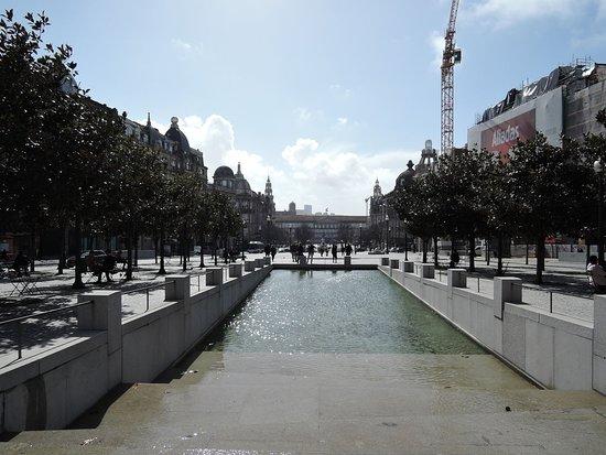 Porto City Hall: 市庁舎前の水場