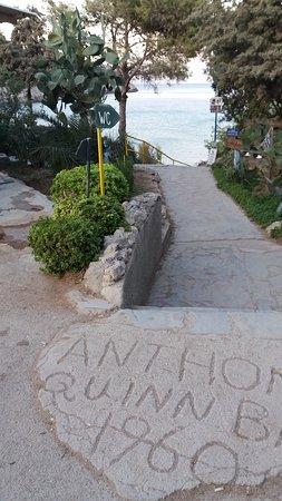 Anthony Quinn Bay: La discesa alla spiaggia