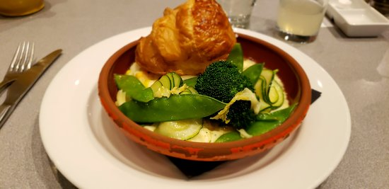 Onich, UK: Delicious deconstructed salmon and haddock pie