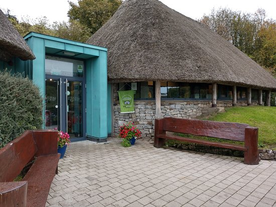Bruff, Irlandia: This visitor center is where the tour begins, but it's mostly outside.