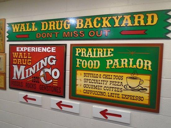Уолл, Южная Дакота: Sign at Wall Drug