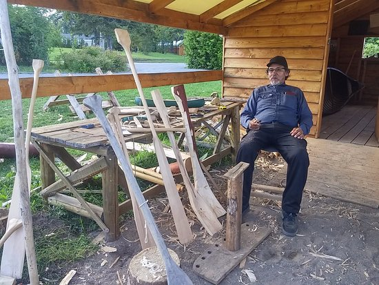 Démonstration fabrication rames Société histoire Mashteuiatsh