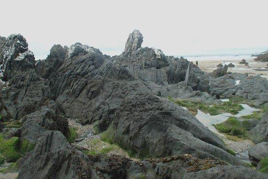 Barricane Beach: rocks and pools