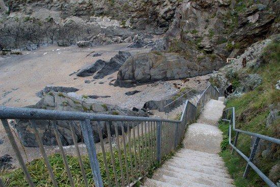 Barricane Beach: Steps down to the beach