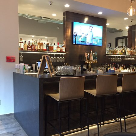 Scarsdale, NY: Great bar and good food