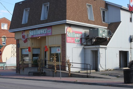 closer view of the Sunflower Cafe in downtown Selkirk ON