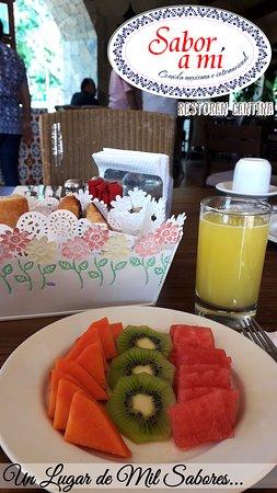 Desayunos con Fruta Fresca del día y jugo recién elaborado.