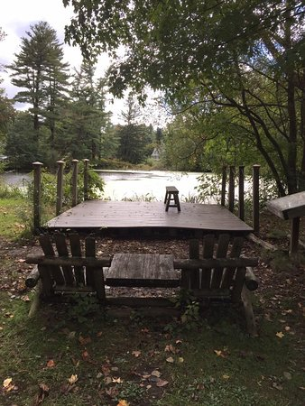 Locust Valley, NY: Seats by the main pond