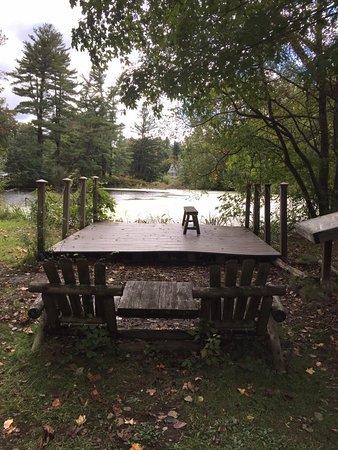 Locust Valley, Estado de Nueva York: Seats by the main pond