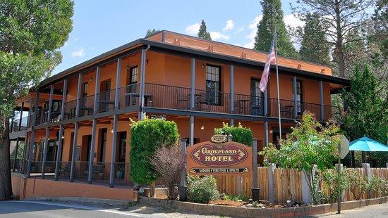 The Groveland Hotel: Exterior of 1849 Groveland Hotel