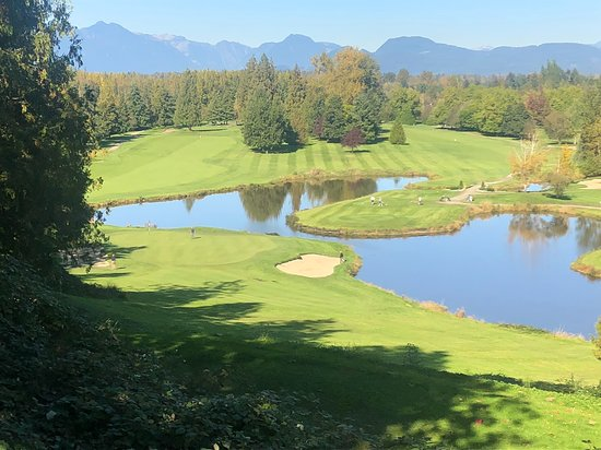 Langley City, Canadá: Tee box on 5th hole, spectacular view!
