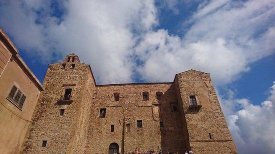 Castello dei Ventimiglia: DSC_2676_large.jpg